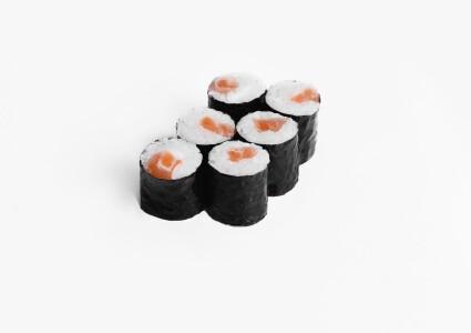 Макі рол з соленим лососем фото 1