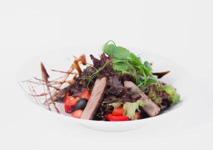 Теплий салат з телятиною фото 1